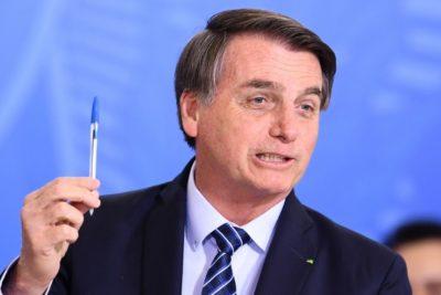 """Bolsonaro promete no usar lápices BIC porque """"es francesa"""""""