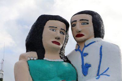 """Polémica estatua """"Sentados frente al mar"""" se quedará en Puerto Montt"""
