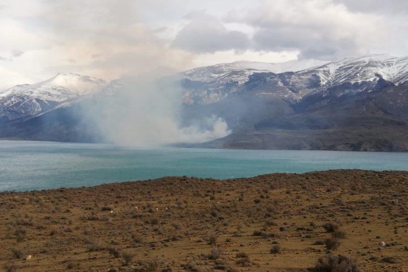 Decretan Alerta Amarilla por incendio en cercanías del Parque Nacional Torres del Paine