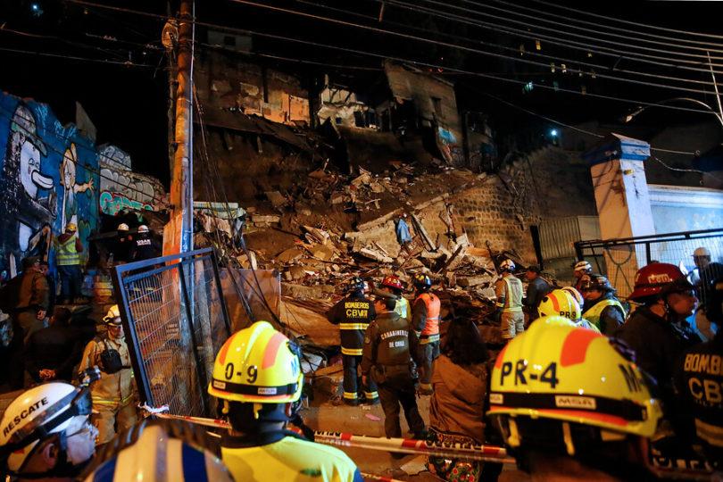 Revelan identidades de dos mujeres fallecidas tras derrumbe en cerro de Valparaíso