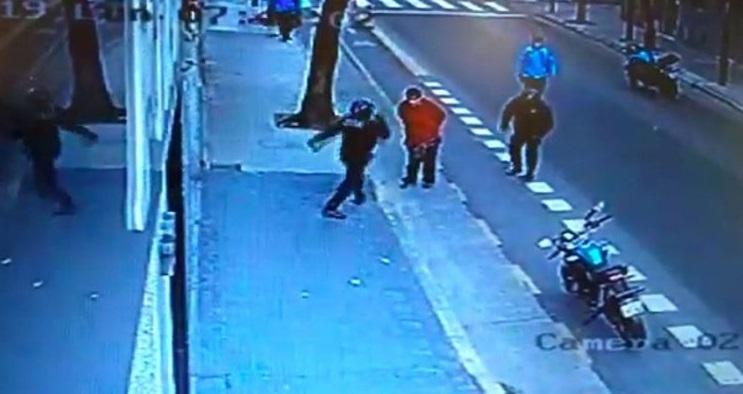 Policía argentino mata a ciudadano con violenta patada