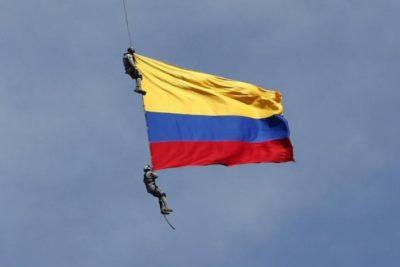 Dos militares colombianos mueren tras caer al vacío en acto oficial