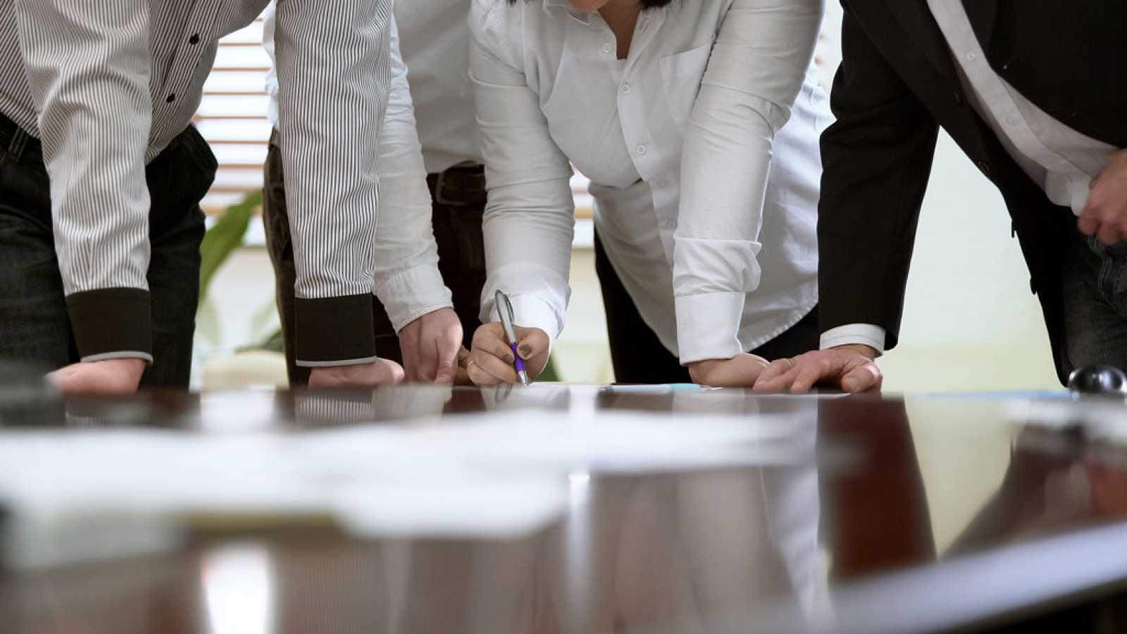 """""""""""Confianza"""" al interior de las empresas en Chile registra una caída de 9,3 puntos"""""""