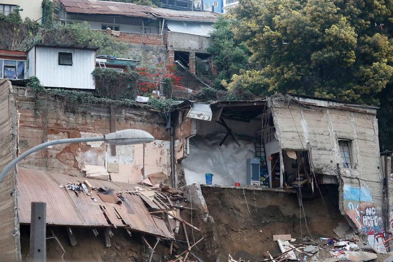 Las causas que podrían haber provocado el derrumbe en Valparaíso