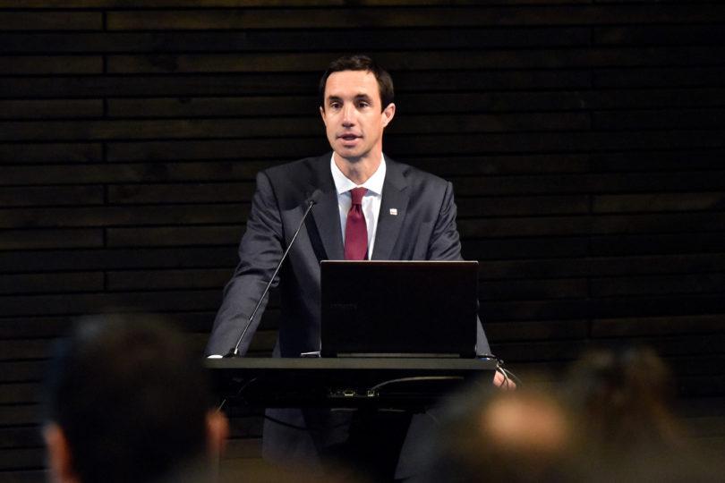 """Ministro Jobet sobre generación eléctrica cero emisiones: """"Tenemos todos los recursos que necesitamos"""""""
