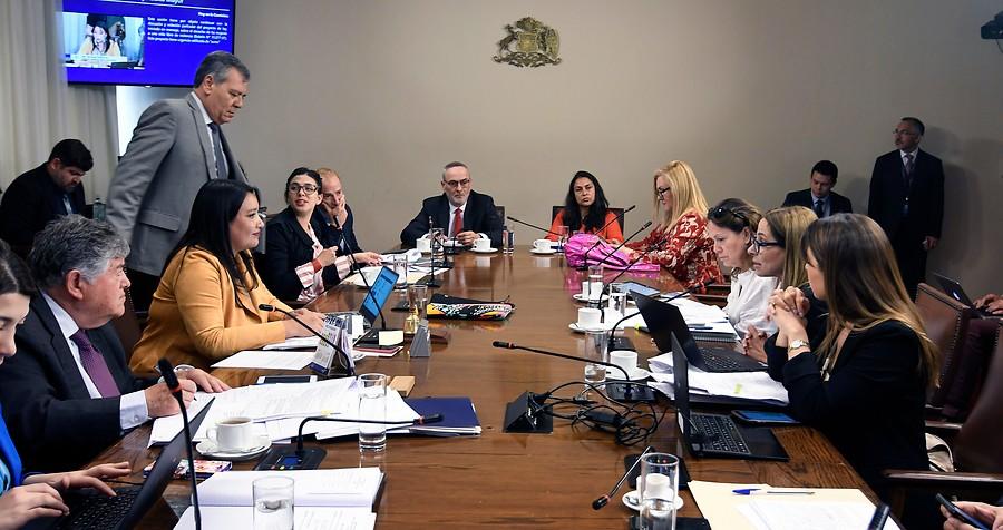 Diputados envían nota de protesta por ausencia de ministros en comisión