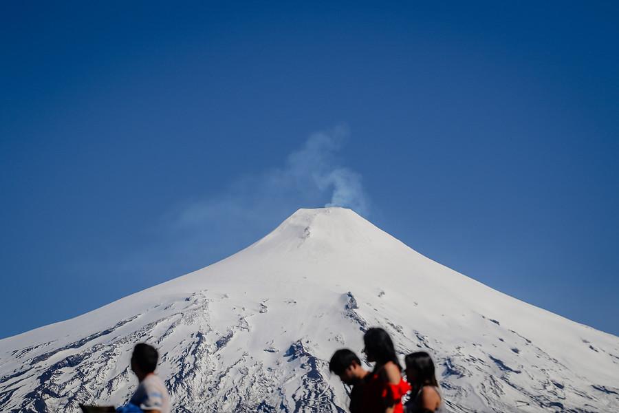 """""""Amplían zona de exclusión en el volcán Villarrica tras aumento de actividad sísmica"""""""