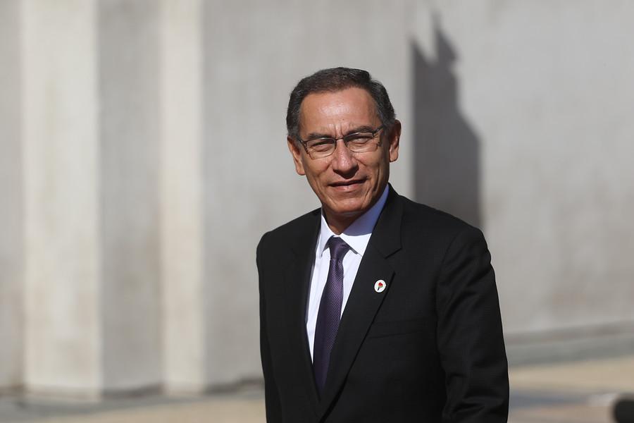 Presidente de Perú anunció la disolución del Congreso Nacional