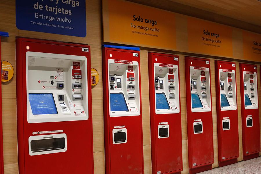 """Metro llama a planificar carga de tarjetas Bip! ante huelga de cajeros"""