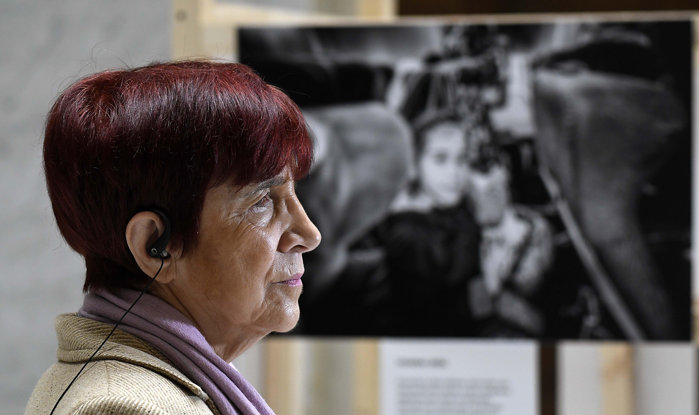 """Carmen Hertz reacciona al polémico inserto de El Mercurio: """"Equivale a un grupo de nazis reivindicando el holocausto"""""""