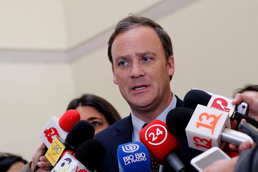 """Ministro Ward y búsqueda de tesoro en Juan Fernández: """"No hay riesgo mientras esté la Conaf a cargo"""""""