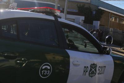 Dos carabineros lesionados tras choque con bus de transporte en La Florida