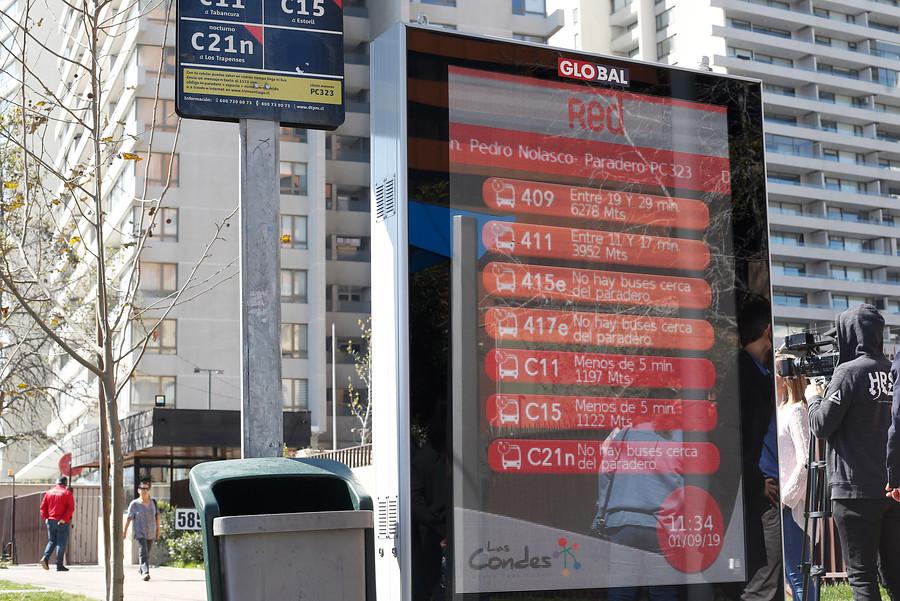 Instalan paraderos digitales con información sobre llegada de buses en Las Condes