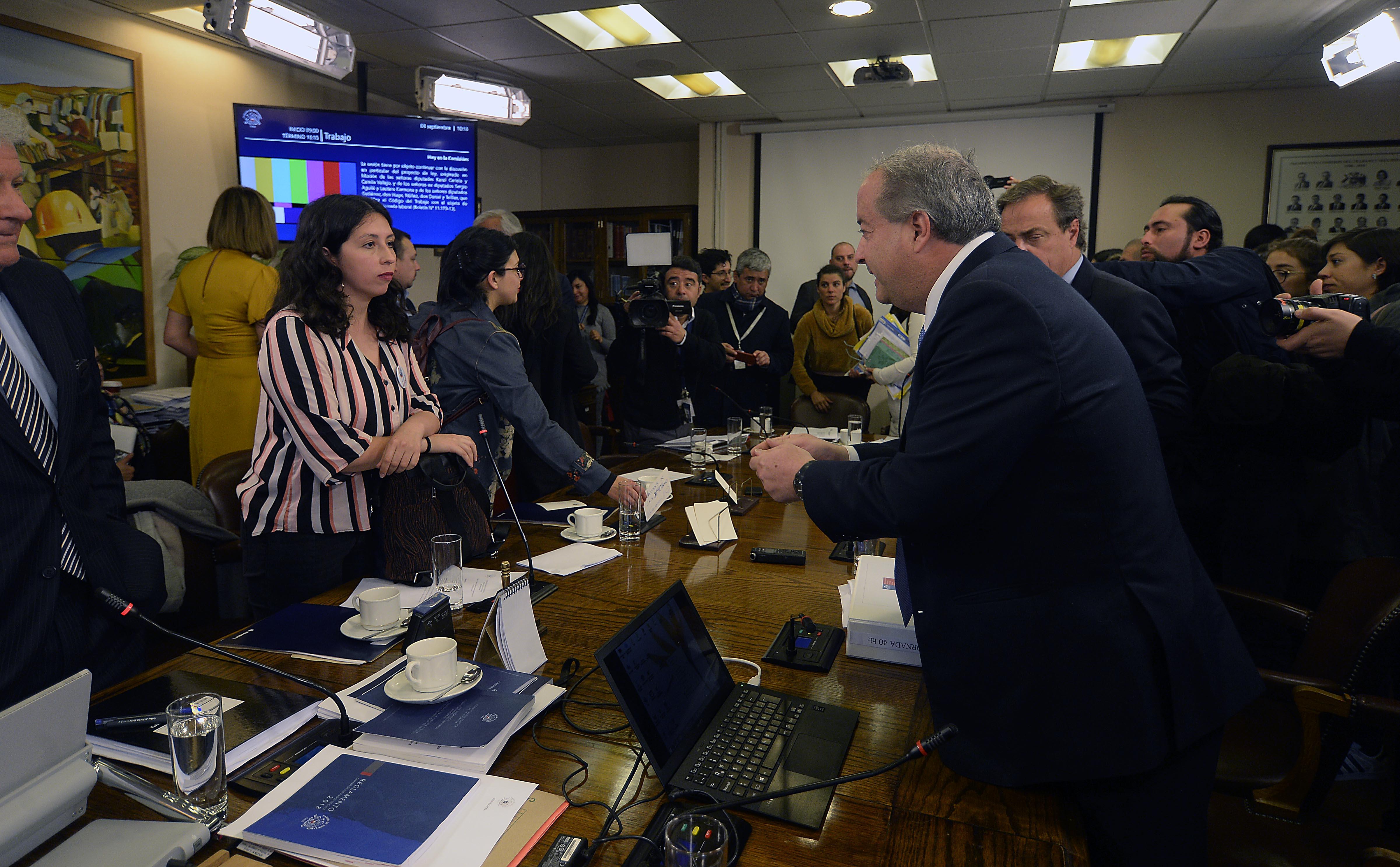 """""""Despachan proyecto de 40 horas: debate se traslada a la sala de la Cámara"""""""