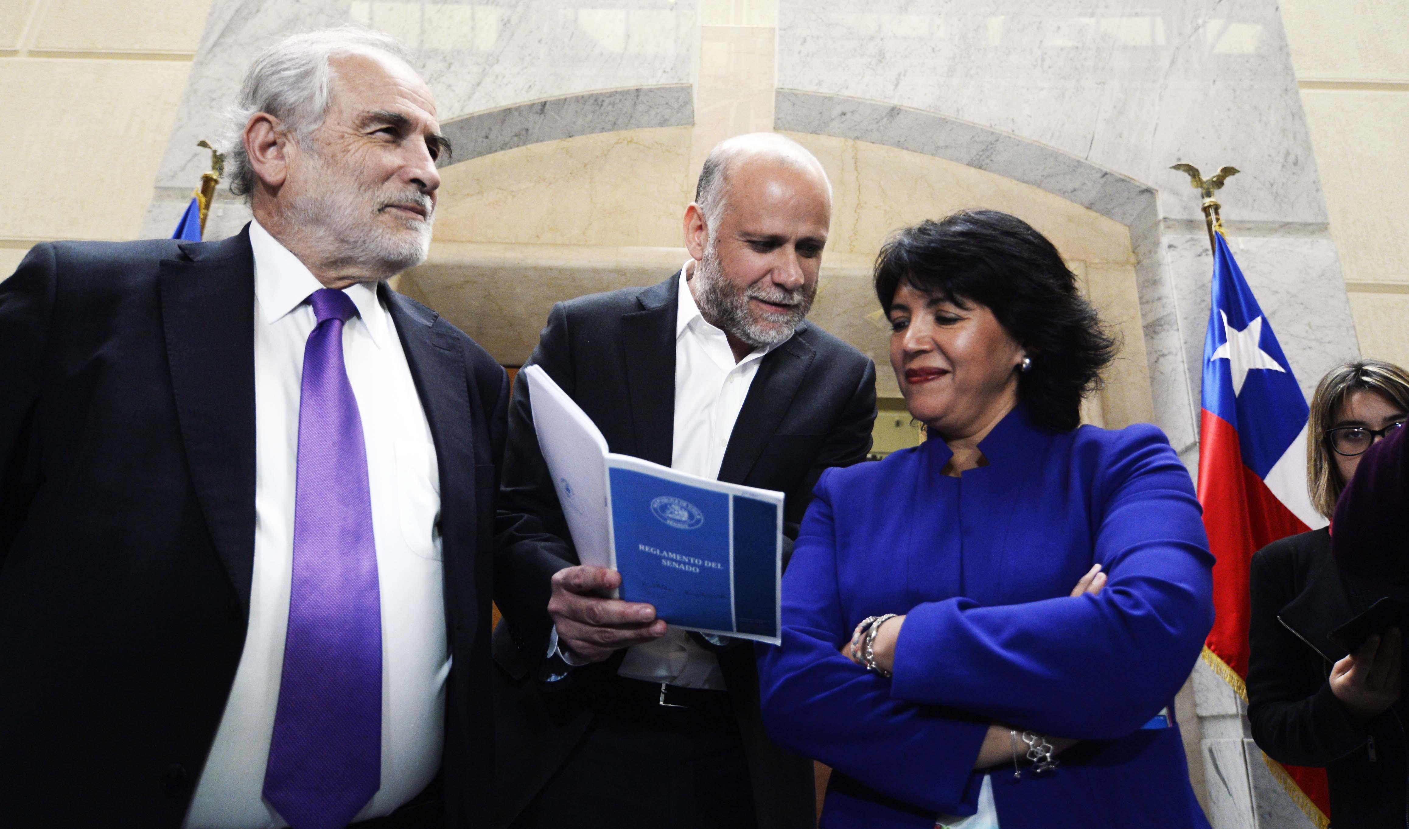 """""""Oposición levanta veto al Gobierno en comisiones del Senado"""""""