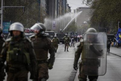 Detenidos y enfrentamientos: incidentes tras marchas no autorizadas en Santiago