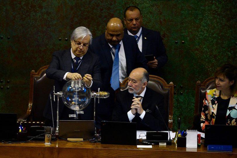 La tómbola favorece a Cubillos: mayoría oficialista analizará acusación constitucional