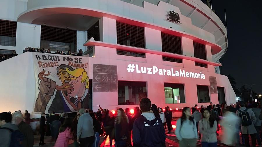 Miles de personas conmemoran el 11 de septiembre en el Estadio Nacional