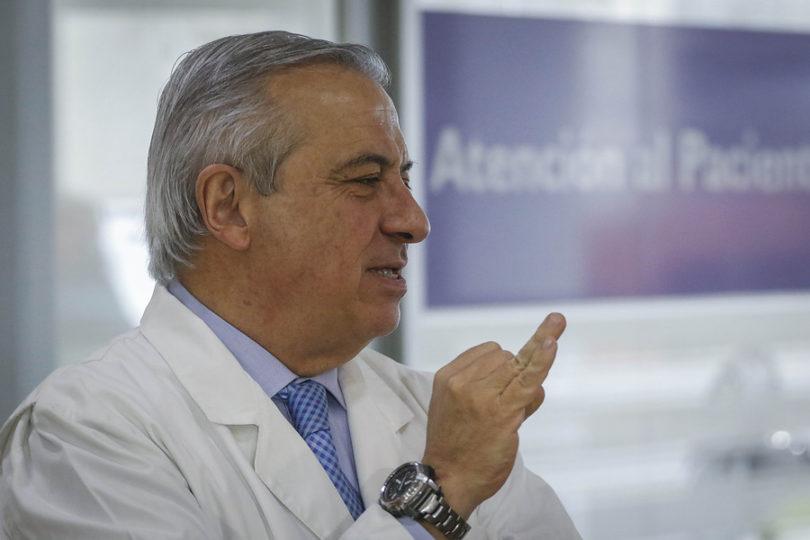 """""""Elige vacunarte"""": la frase de Mañalich que encendió las redes sociales"""