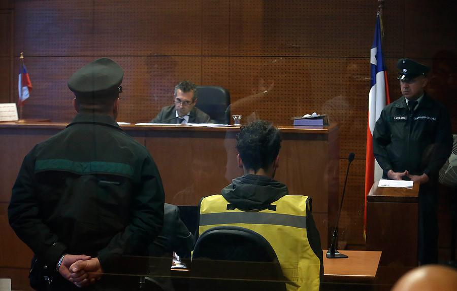 Providencia: Prisión preventiva para sujeto que lanzó bombas molotov a dos automotoras y discoteca