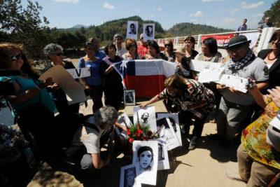 Querellantes de Colonia Dignidad exigen revocar premio nacional a Otto Dörr