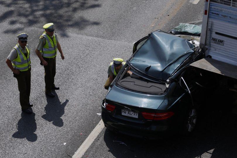 Dos lesionados deja violento doble accidente en Autopista Central a la altura de Parque O'Higgins