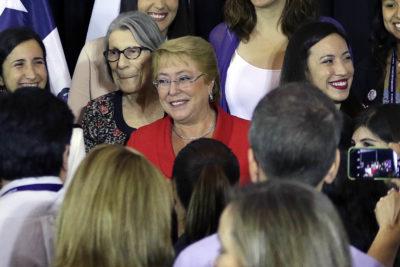 Tras críticas de Bolsonaro: Bacheletismo defiende en masa a la ex Presidenta
