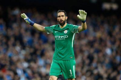 Manchester City avanzó en la Copa de la Liga con Bravo como titular