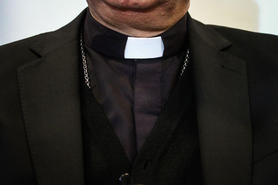 Quitan estado clerical a sacerdote condenado por abusos