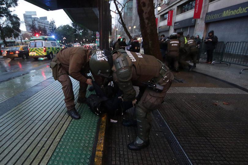 Providencia: atacan con bombas molotov a discoteca y automotoras