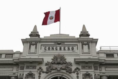 """Congreso de Perú suspende a Vizcarra y designa nueva """"presidenta en funciones"""""""