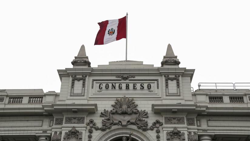 Congreso suspende a Vizcarra y designa presidenta interina