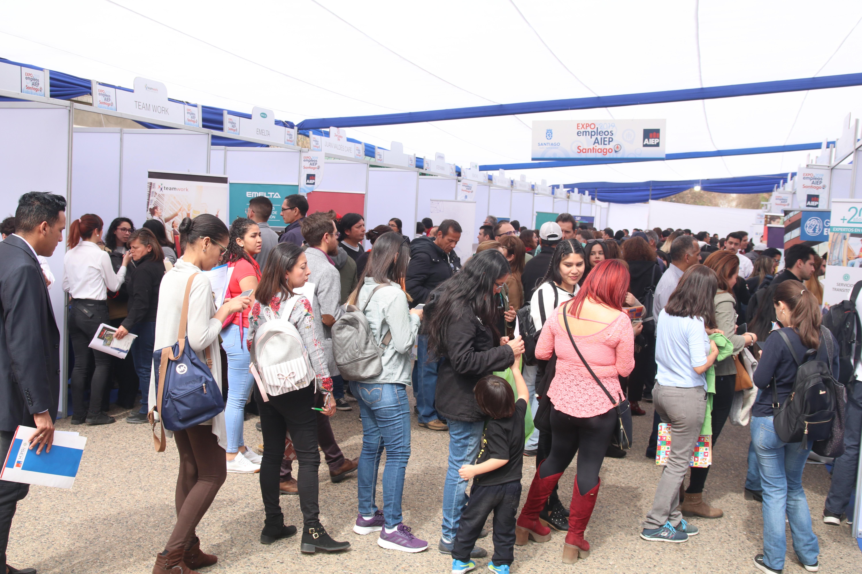 ¿Buscando trabajo? Feria laboral en Paseo Bulnes ofrece 3.500 puestos