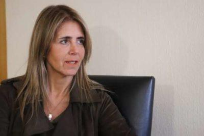"""Funcionarios del ISP denuncian a nueva directora ante Contraloría por """"conflicto de interés"""""""