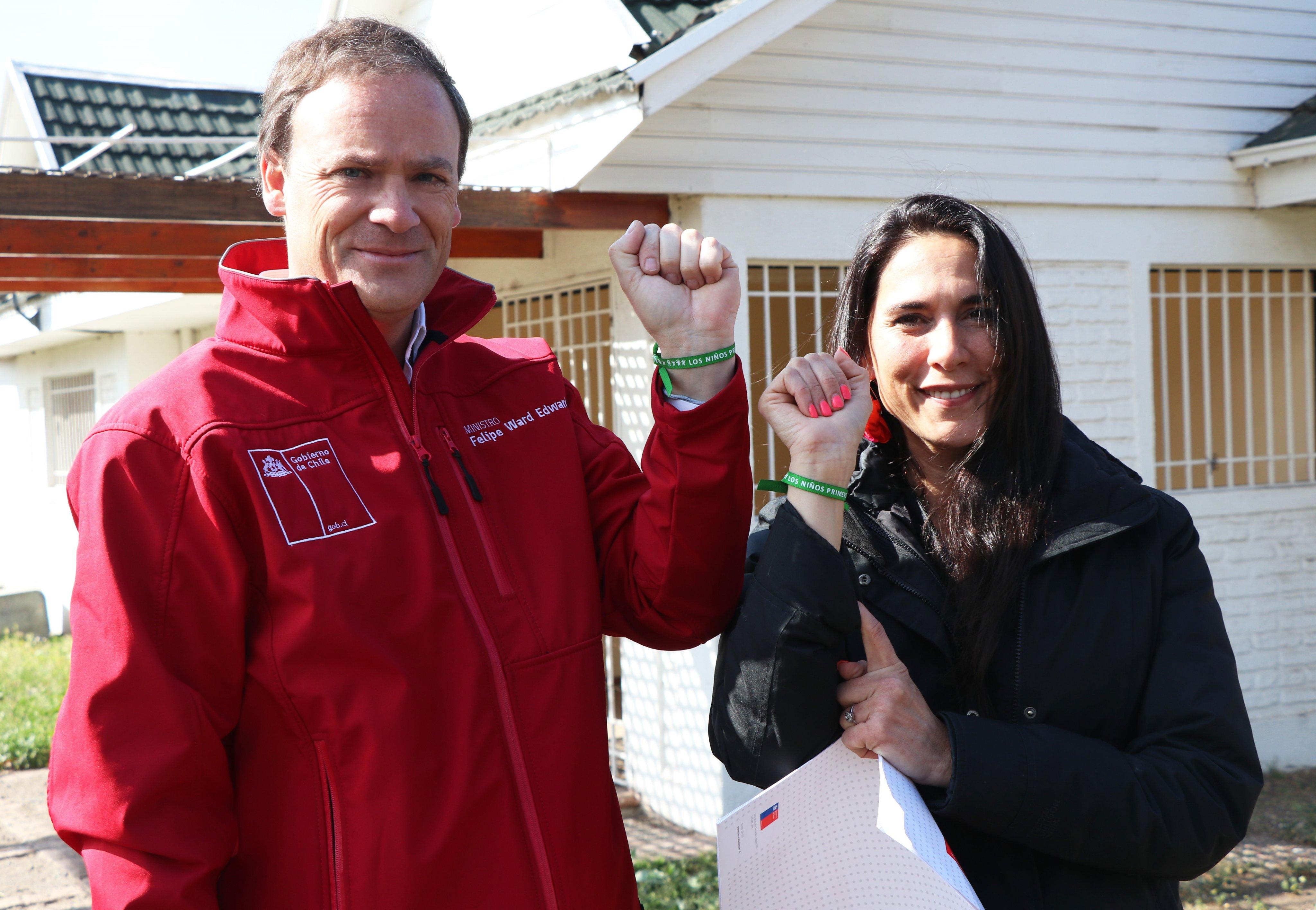 Bienes Nacionales entrega terreno a fundación dirigida por Mey Santamaría