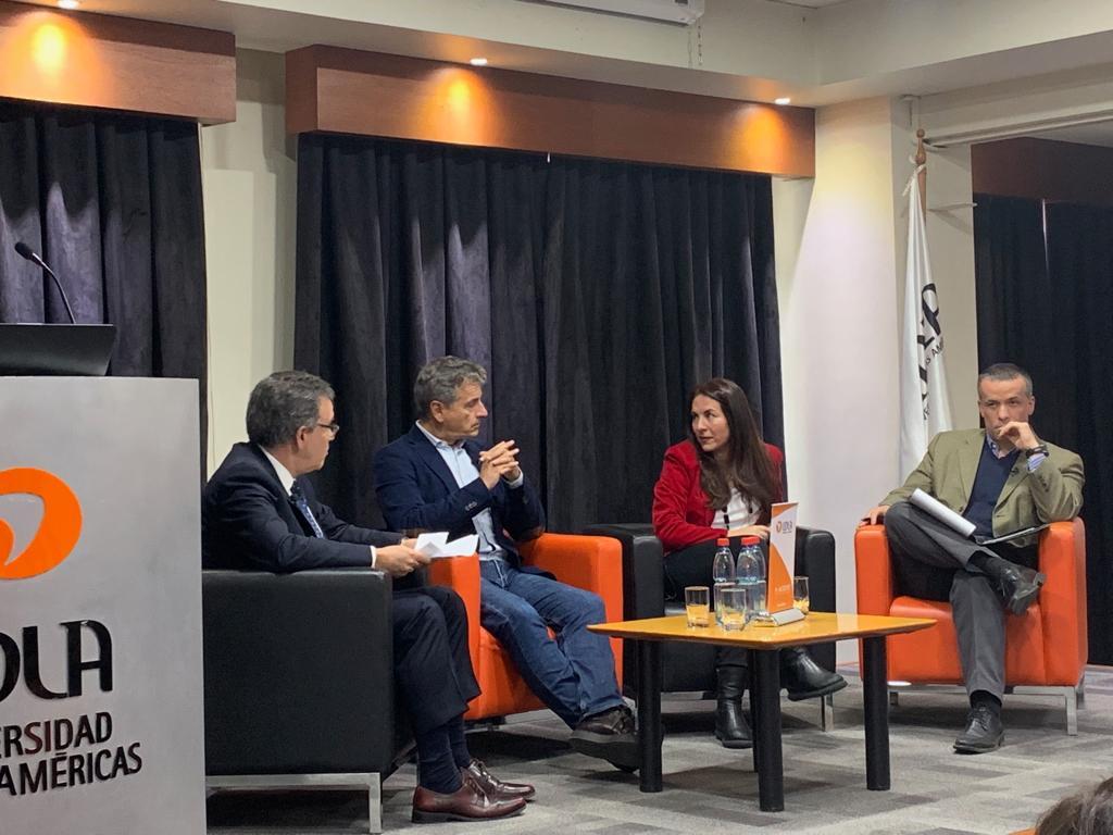 Transformación productiva y crecimiento: la discusión que congregó a Andrés Velasco y Óscar Landerretche