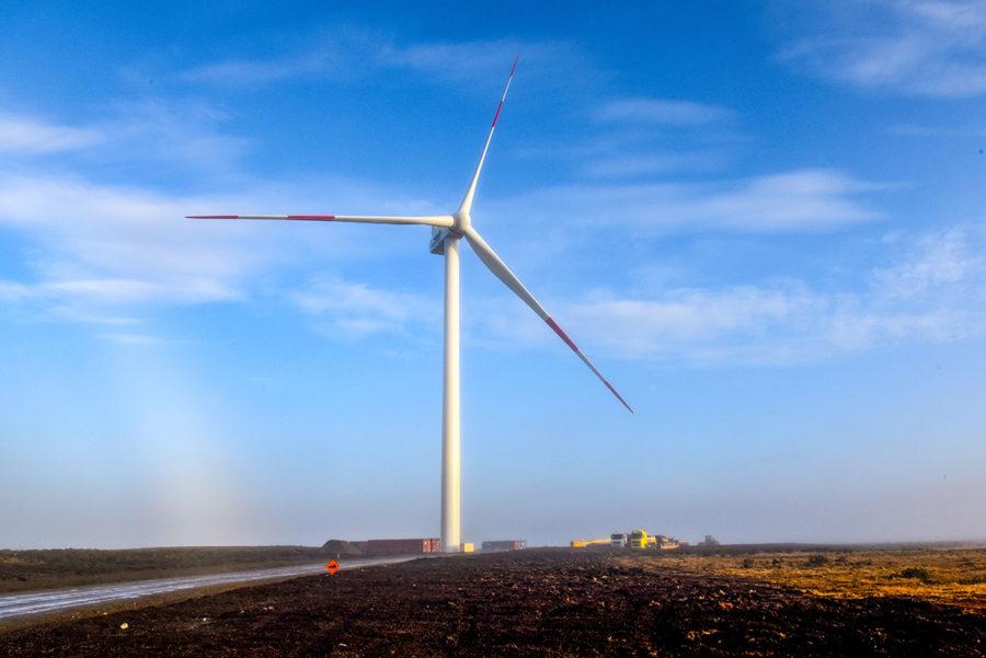 Concluye montaje de los tres aerogeneradores del nuevo parque eólico de la Región de Magallanes