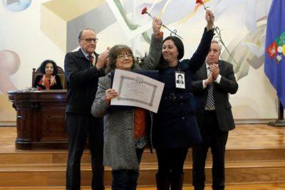U. de Chile entrega títulos póstumos a alumnos víctimas de la dictadura