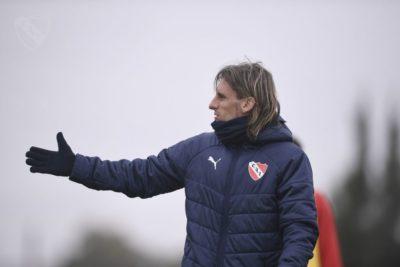 Jugadores cortados y desencanto con la hinchada: la crisis que complica a Beccacece en Independiente