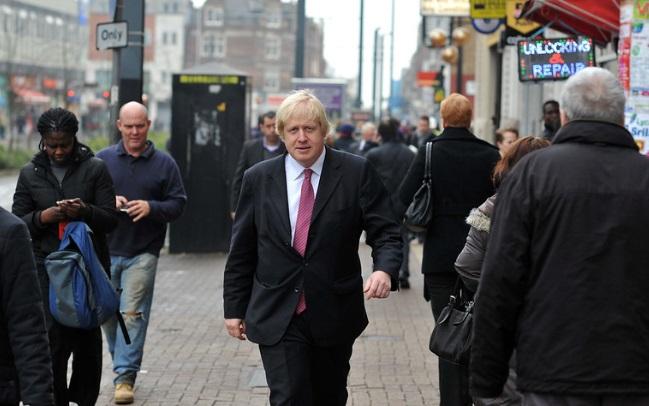 """""""Periodista acusa a Boris Johnson de haberla manoseado cuando ella dirigía una revista"""""""