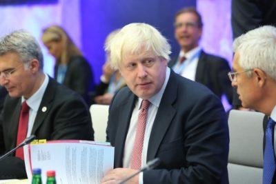 """Tribunal de Escocia declara """"ilegal"""" la suspensión del Parlamento británico que aprobó Johnson y la Reina Isabel"""