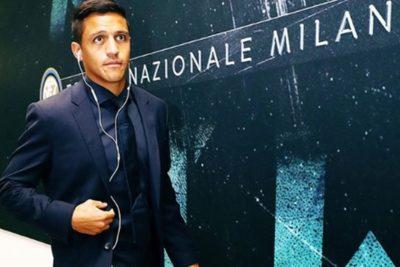 Alexis miró desde la banca el deslucido empate de Inter por la Champions