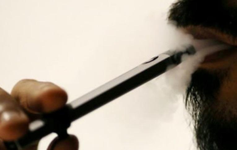 Nuevo golpe a los cigarrillos electrónicos