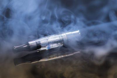 """Joven usó un cigarrillo electrónico por dos años y sus pulmones están """"como si tuviera 70"""""""