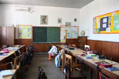 En primer día de clases: hombre ataca escuela y mata a ocho niños