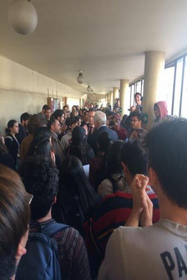 Funan a profesor de la Universidad de Chile por defender Golpe de Estado