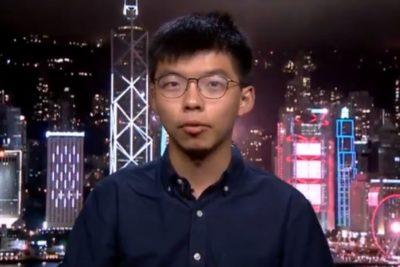 """Líder de las protestas de Hong Kong respalda a Bellolio: """"El embajador engañó a los chilenos"""""""