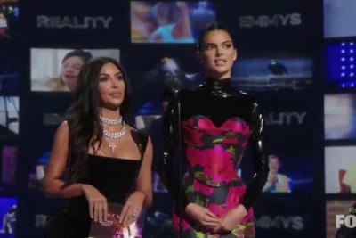 VIDEO  El incómodo momento que vivió Kim Kardashian y Kendall Jenner durante los Emmy 2019