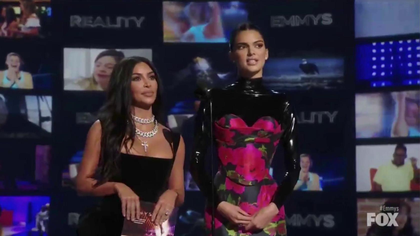 VIDEO |El incómodo momento que vivió Kim Kardashian y Kendall Jenner durante los Emmy 2019