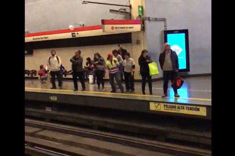VIDEO | La asistente de andén de Metro que bailó al ritmo de Usher
